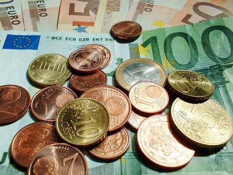 Több mint egymilliárd eurót buktak ingatlanprojekteken a román bankok