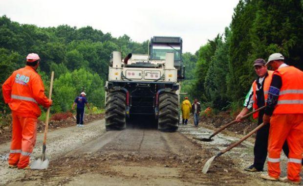 Három megyehatár melletti útszakaszon is elkezdődtek a javítási munkálatok