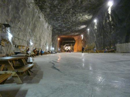 Folytatódik a parajdi sóbányában dolgozó bányászok sztrájkja