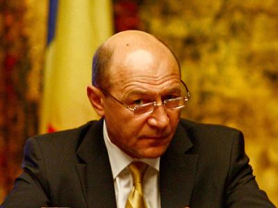 Băsescu: Hogy a jóégbe tud eltartani öt-hat gyereket egy roma nő, és egy román asszony nem?!