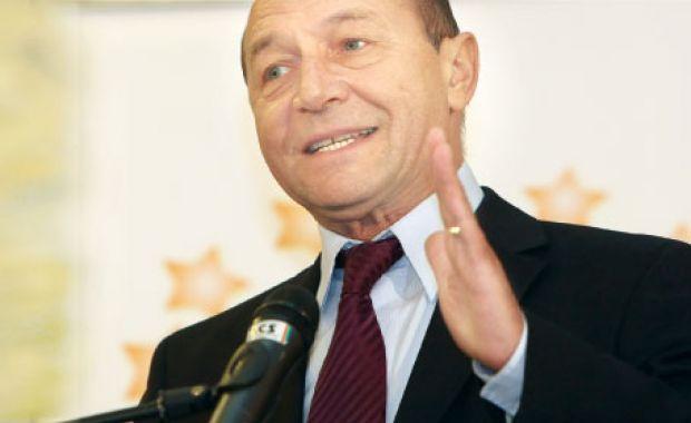 """Traian Băsescu: """"Ha ünnepelni akartok a nemzeti ünnepen, menjetek Budapestre, ingyen osztják a sört, miccset, meg mindent!"""""""