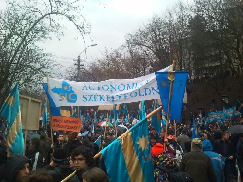 Románia lakosságának 7 százaléka támogatja a székely autonómiát