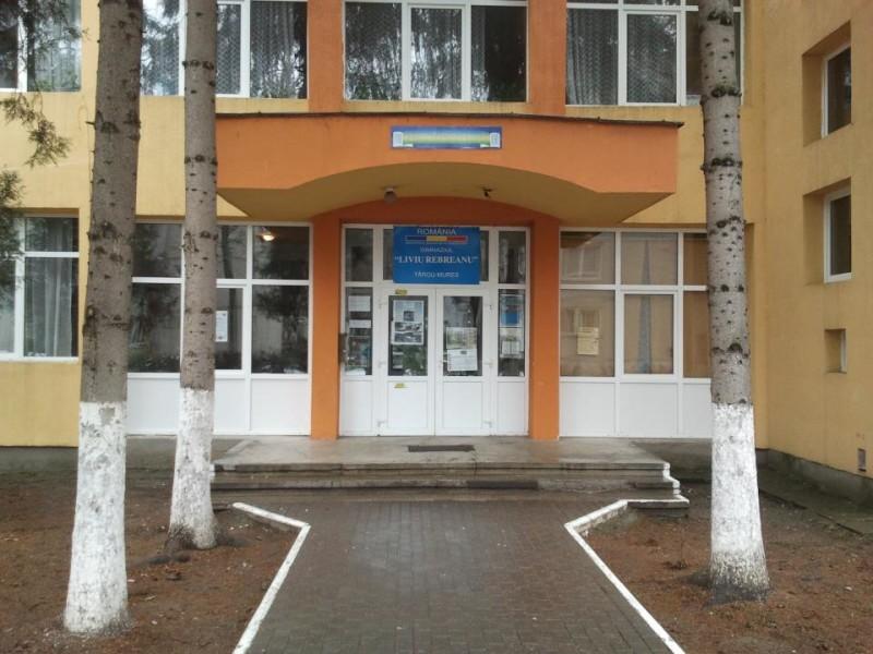 Leváltják a Liviu Rebreanu iskola vezetőit