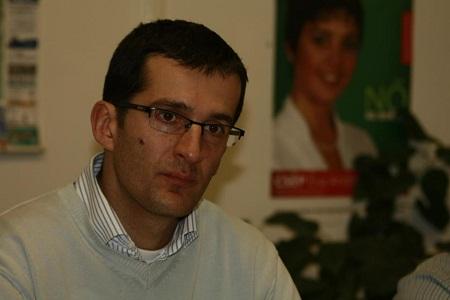 Peti András feladatkörei között az anyakönyvvezetés