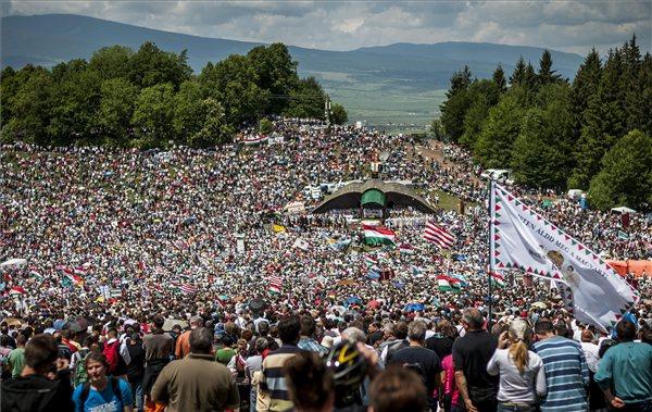 A román külügyi tárca közölte: támogatja a csíksomlyói búcsú UNESCO-védettségét