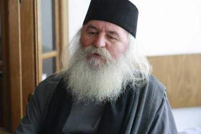 Két kilométernyi román zászlót készül kiosztani a székelyföldi román ortodox püspökség