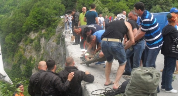Szörnyű buszbaleset Montenegróban: 18 romániai halott
