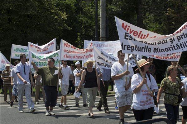 MOGYE-ügy: Bukaresti demonstráció a magyar orvosképzésért