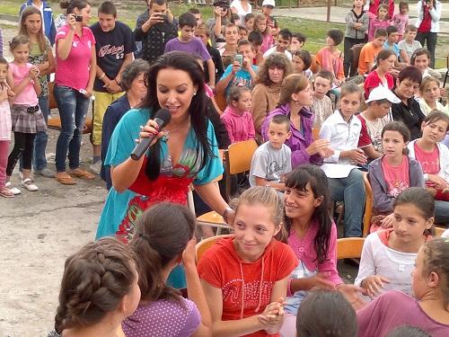 Dancs Annamari Böjte Atya Gyermekotthonában énekelt
