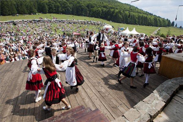 Az erdélyi magyarok sokkal optimistábbak, mint a románok, de borúlátóbbak is