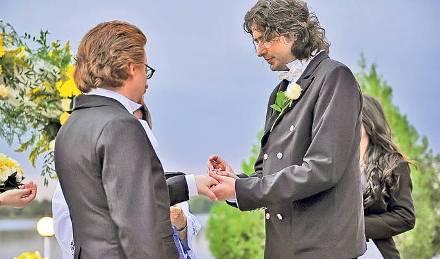"""Megtartották az első """"meleg esküvőt"""" Romániában"""