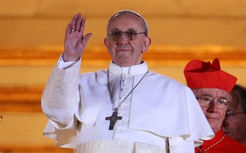 """Ferenc pápa """"kapunyitást"""" szorgalmazott a migránsok előtt"""