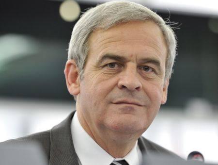 Tőkés László sérelmezi, hogy az RMDSZ lemondott a háromtagú brüsszeli képviseletről