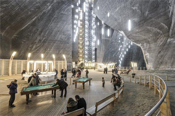 A világ 25 hihetetlen látványossága közé sorolták a tordai sóbányát