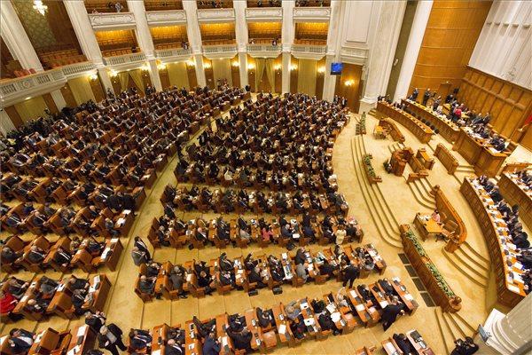 Bizalmat szavazott a parlament az RMDSZ részvételével alakult új kormánynak