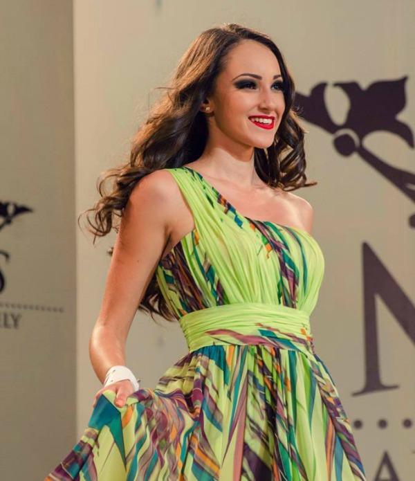 Marosvásárhely második legszebb lánya a Shiny Buttons modelliskola diákja