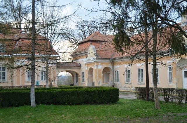 Egy bukaresti aukciósház eladásra kínálja a sáromberki Teleki-kastélyt