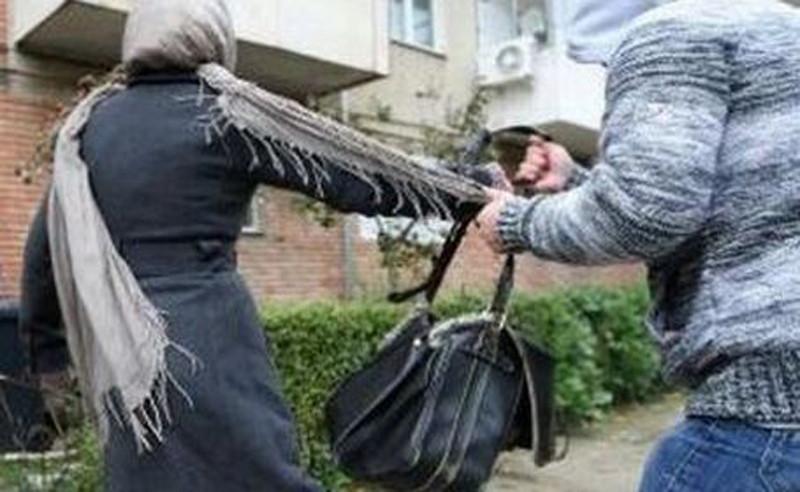 Megtámadtak és kiraboltak egy 57 éves nőt a Kövesdombon