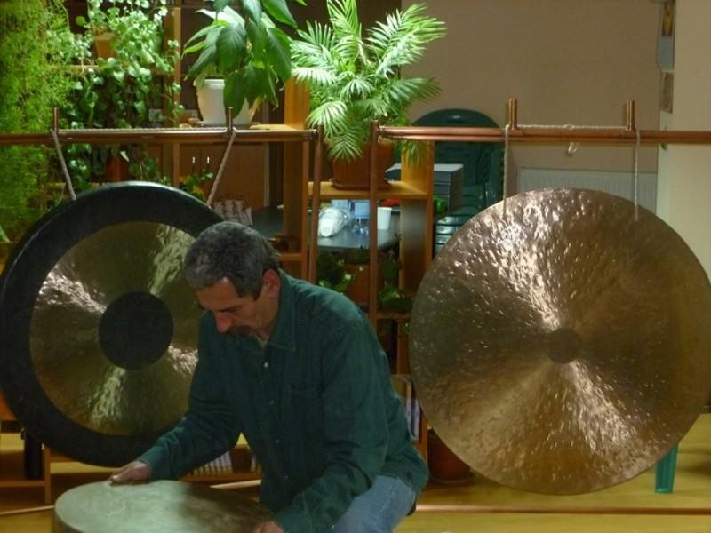A hangterápia a testet, lelket, szellemet harmonizálja – Interjú Tőke Zoltán hangterapeutával