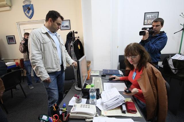Portik Vilmos leadta a támogatói aláírásokat