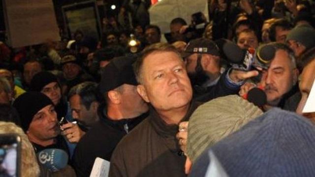 Iohannis kiment az Egyetem téri tüntetők közé