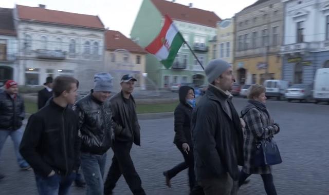 Spontán tüntetés Kézdivásárhelyen Beke Istvánért