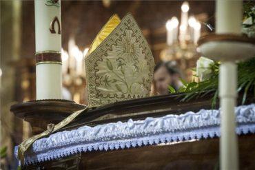 A nagyváradi székesegyház kriptájában eltemették Tempfli Józsefet