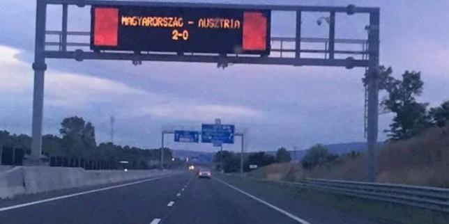 Ilyen felirat még nem volt magyar autópályán