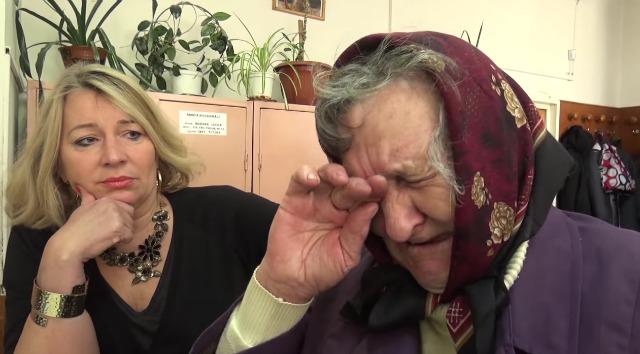 Így aláztak meg egy idős magyar nénit a román bíróságon! – VIDEÓ