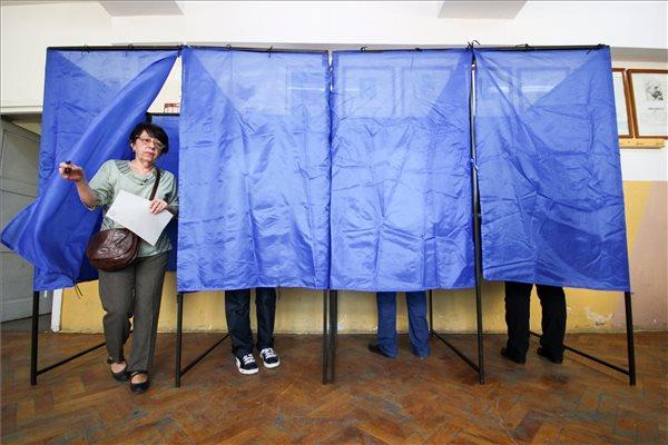 Csökkent a szociáldemokrata előny, a magyar pártoknak 210 polgármestere van