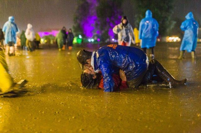 Meghódította az internetet az Electric Castle fesztválon készült fotó. Íme a története!