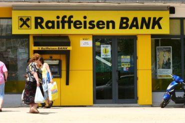 A Raiffeisen Bank perrel fenyegeti Romániát