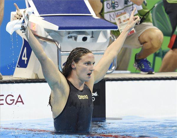 Hosszú Katinka elképesztő világcsúccsal aranyérmes 400 méter vegyesen
