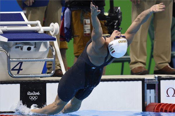 Hosszú Katinka ezüstérmes 200 méter háton