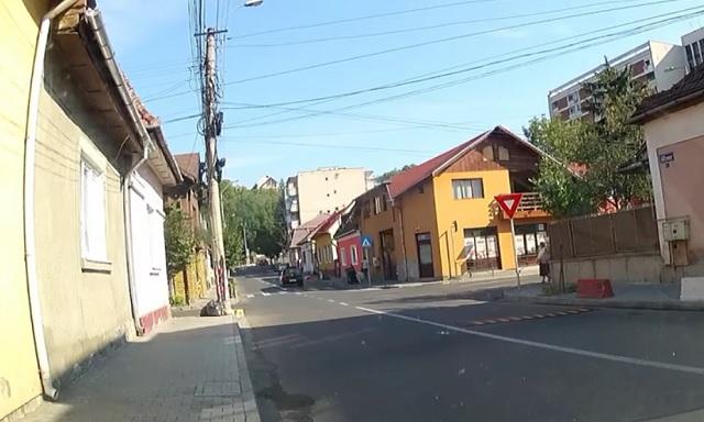 Újra kétirányú lett a közúti forgalom az Arató utcában