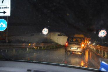Magyar teherszállító repülőgép futott utcára Bergamóban