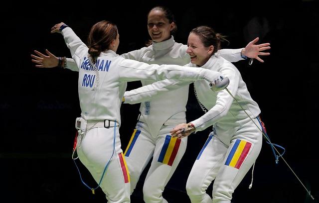 Román arany a női párbajtőrözők csapatversenyében