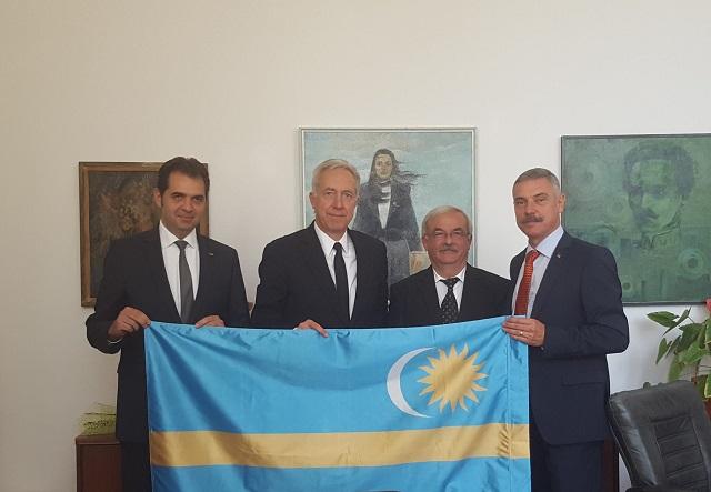 """A székely zászlóval kapcsolatos """"érzékenységre"""" figyelmeztette a bukaresti külügy az amerikai nagykövetséget"""