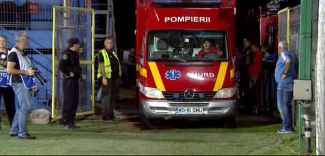Félbeszakították az ASA – Dinamo meccset, miután egy drukker kiesett a lelátóról