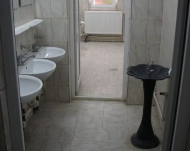 50 ezer eurós vécéket építettek Románia egyik legszegényebb falujában