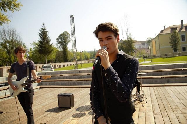 Leforgatta első videóklipjét a marosvásárhelyi Vecker együttes