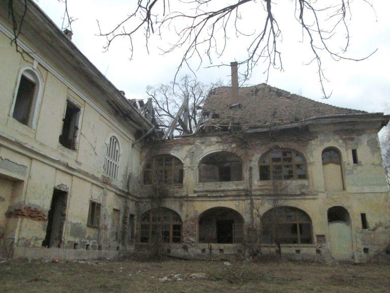 A Huszár-kastély tragikus sorsa: a megsemmisülés veszélye fenyegeti a kifosztott történelmi műemléket