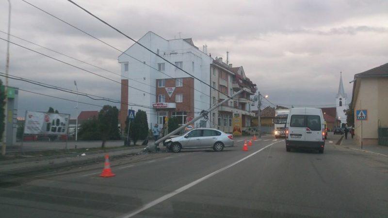 Ittasan ütközött a villanyoszlopnak egy marosludasi sofőr