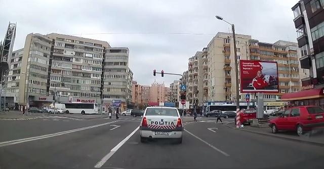 Így reagálnak a marosvásárhelyi rendőrök egy sofőr figyelmeztetésére – VIDEÓ