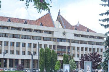Jogerős ítélet: el kell távolítani a székely zászlót a Hargita megyei önkormányzat épületéről