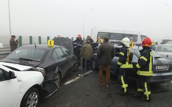 Négyen meghaltak, több mint 30-an megsebesültek az A2-es autópályán történt tömegbalesetben
