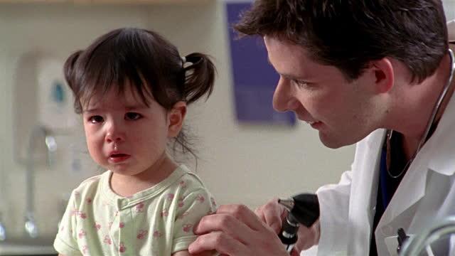 A 7 év alatti gyermekek több mint fele fél az orvosoktól
