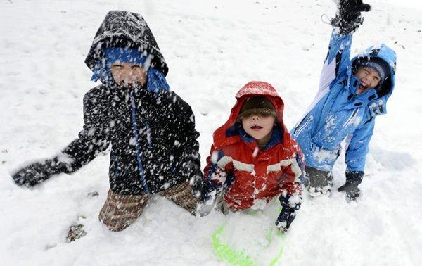 Téli vakációra mennek szombattól az iskolások és óvodások