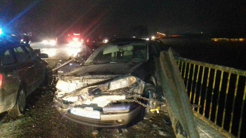 Majdnem az Oltba zuhant egy marosvásárhelyi autós