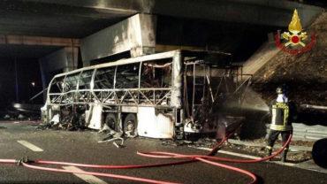 Magyar diákokat szállító busz balesetezett Olaszországban, legalább 16-an meghaltak